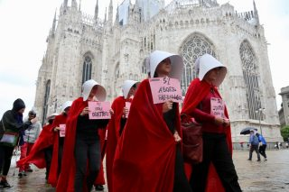 the handmaid's tale milano protest