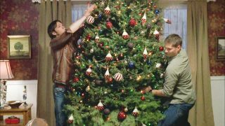 All-The-Best-Messages-Of-The-Holiday-In-A-Very-Supernatural-Christmas-320x180 I migliori momenti natalizi nelle serie tv da rivedere a Natale