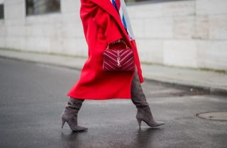 Outfit rosso. Fonte: Pinterest, Cosmopolitan.it