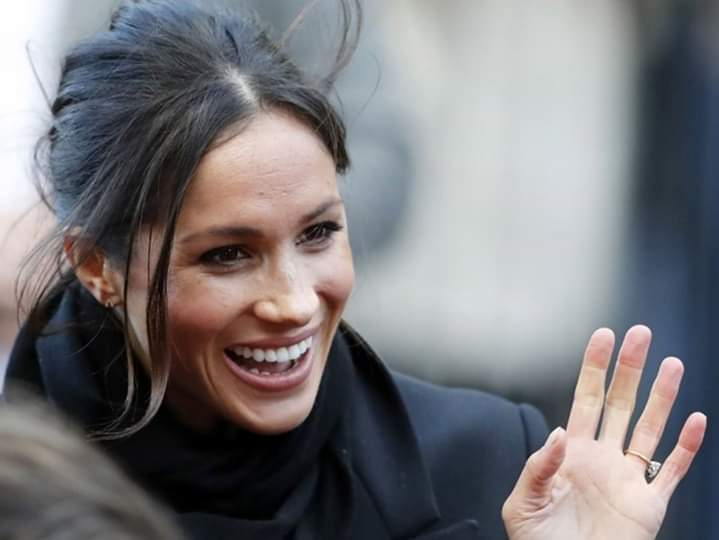 Meghan vola in Canada, Harry rimane a negoziare