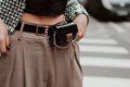 Marsupio: l'accessorio anni 90 che torna di moda