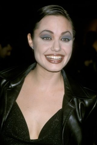 angelina-jolie-at-the-directors-guild-in-los-angeles-news-photo-75501258-1561408096-320x480 Vintage Friday: evoluzione del make-up dagli anni '20 ai '00