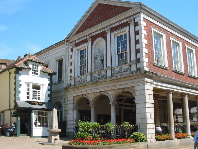 The_Guildhall_and_the__Crooked_House__Windsor_-_geograph.org_.uk_-_25679 Weekend a Windsor: sulle tracce della Royal Family