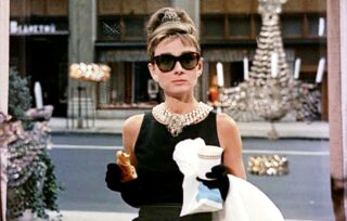 the-movie-breakfast-at-tiffanys-directed-by-blake-edwards-news-photo-1602576899-320x204 Vintage Friday: 5 outfit cinematografici iconici che ricordiamo ancora